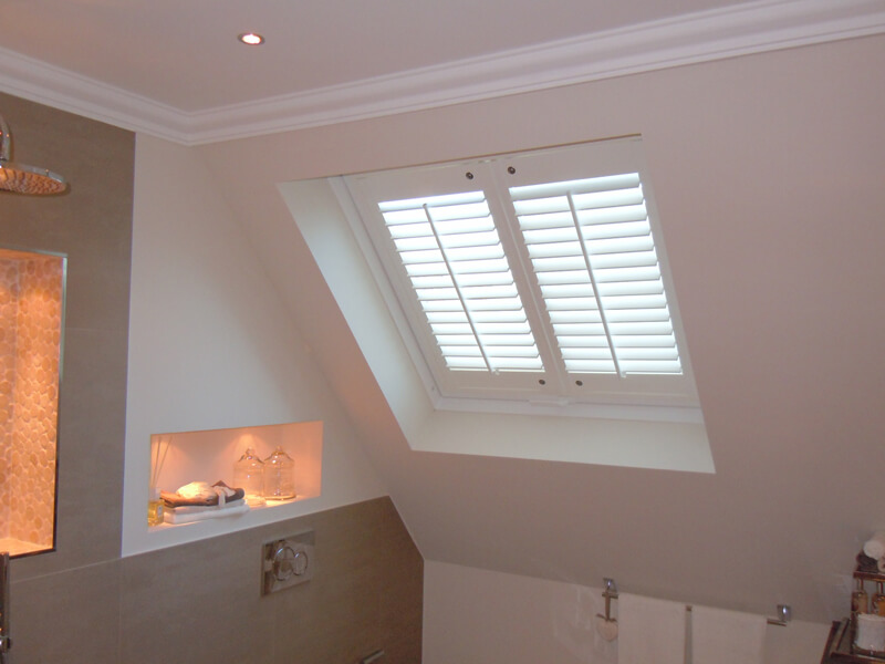 Dachfenster ausgestattet mit Shutters